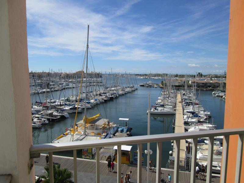 Stylish Studio+ Bunkbed Apart - Pool & Port Views, location de vacances à Cap d'Agde