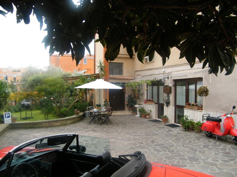 Art B&B Bed and Breakfast vicino Roma, holiday rental in Monterotondo Scalo