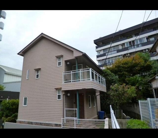 Beautiful house in Azabu with private garden.