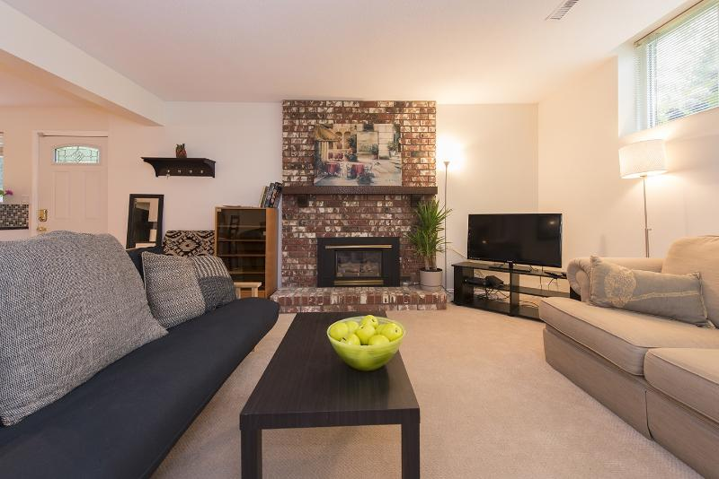 Beautiful 1 Bedroom Garden Suite in Canyon Heights North Vancouver, vakantiewoning in North Vancouver