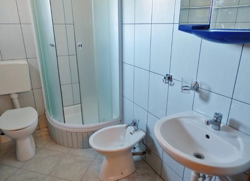 A veliki(4): bathroom with toilet