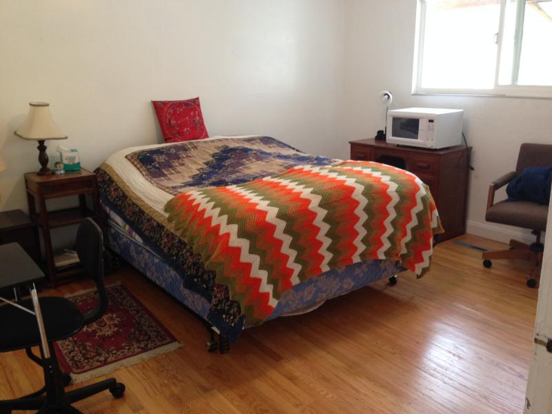 Master Bedroom w/ Separate Entrance & Bath, holiday rental in Union City