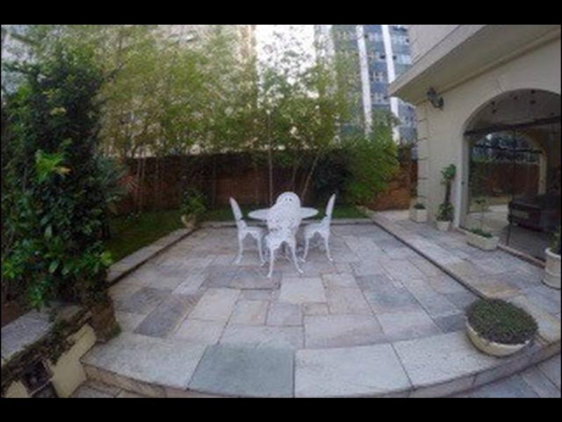 Jardim na entrada do prédio, ideal para relaxar, fumar, conversar...