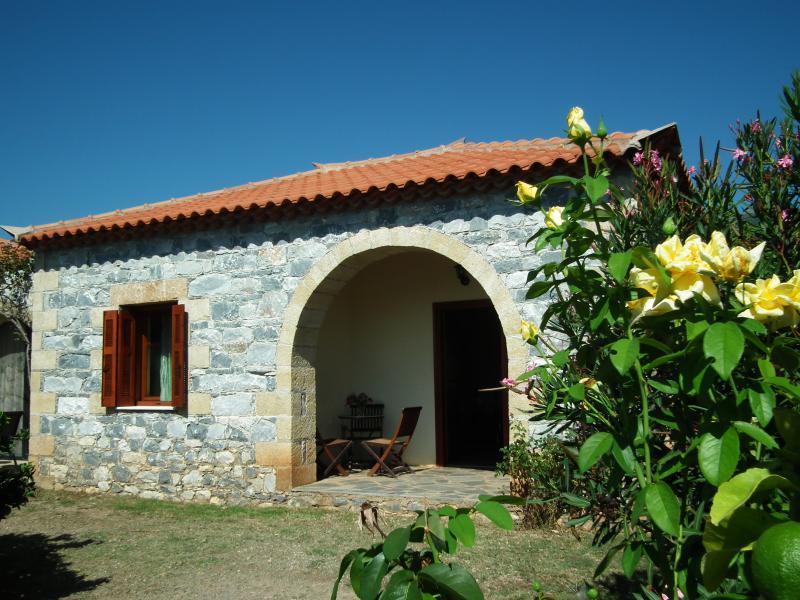 'Lemon Blossom' at Stoupa's Paradise, aluguéis de temporada em Lefktro
