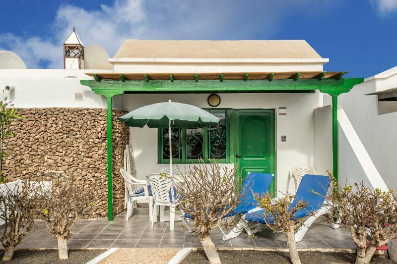 Bungalow Jardin del Sol - Includes free WiFi, alquiler de vacaciones en Playa Blanca