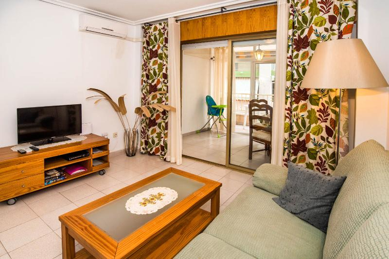 Warm 2 bedroom near beach, vacation rental in Torrevieja