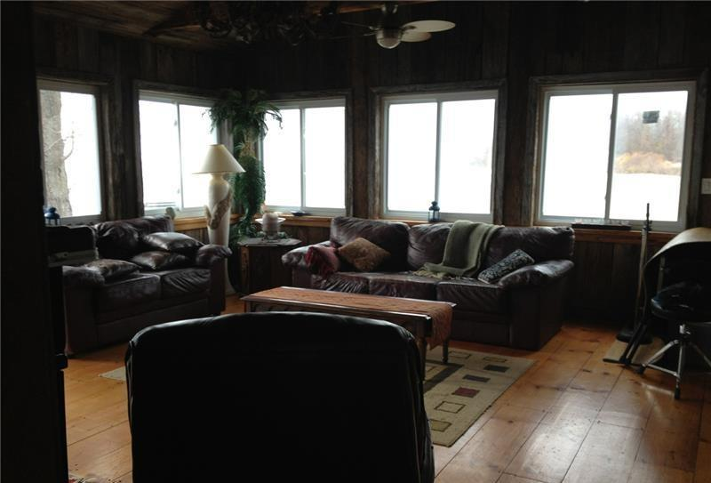 Living room with panoramic view of the lake.