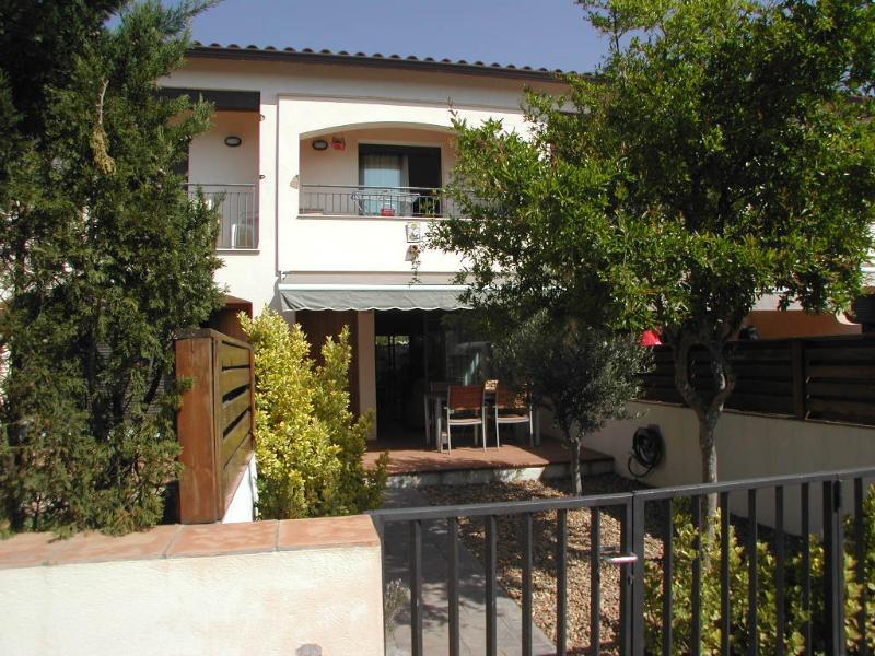 Sol Ric. Casa adosada con piscina comunitaria., holiday rental in Llabia
