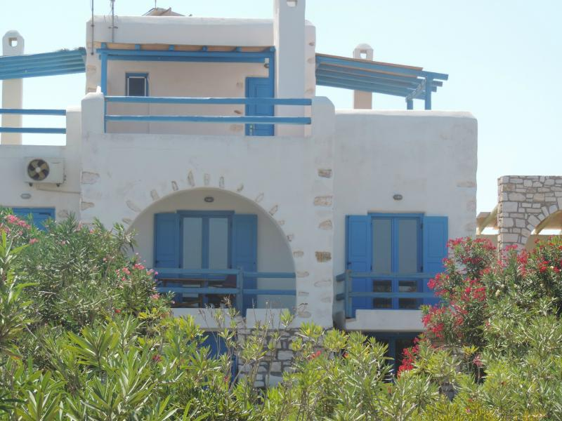 Archipelagos villas-Beautiful modern Villa Delos close to the sea, aluguéis de temporada em Naoussa
