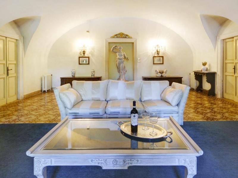 Magnificent reception room