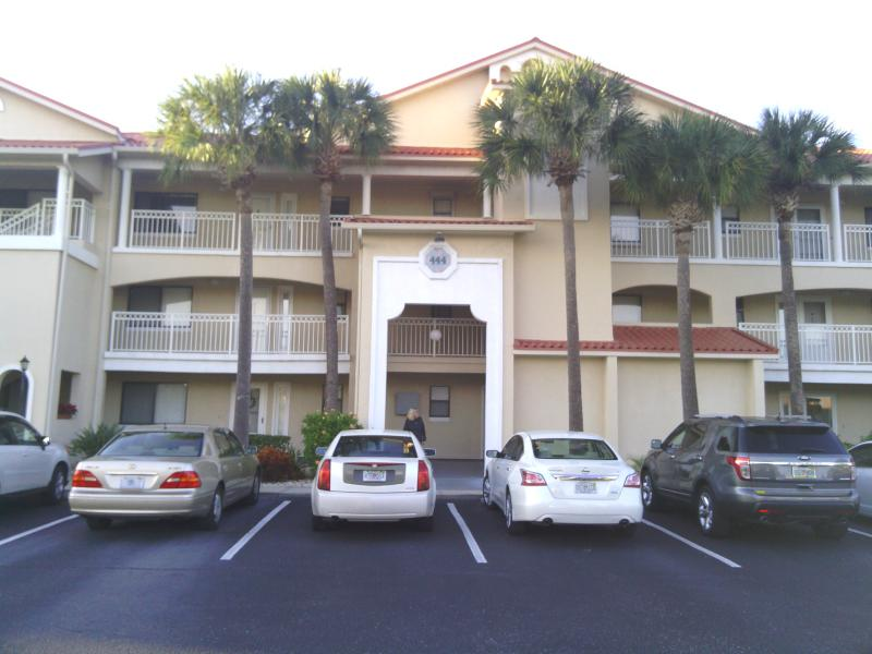 Beautiful palm trees front the building, only 15 units in building, nice friendly neighbors