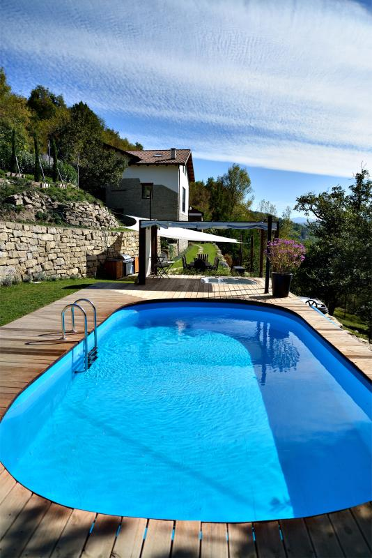Villa Lucciola, view from the pool