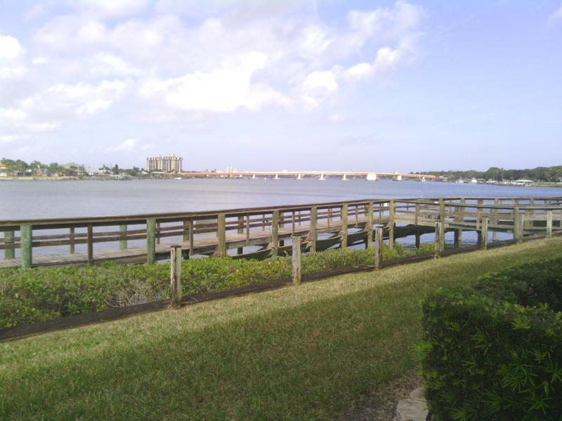 1st floor condo with beautiful views of the intercoastal river only 1 mile away from ocean.