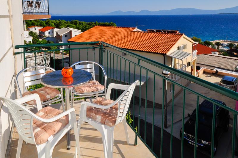 Apartments Ferdo-Sea view apartment in Zivogosce 5, aluguéis de temporada em Zivogosce