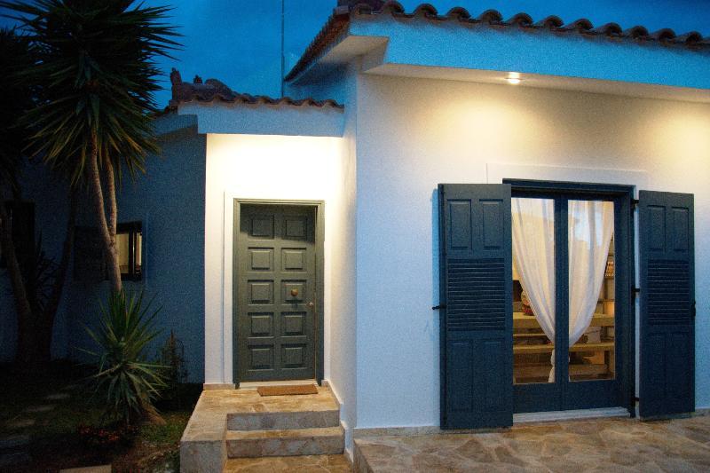 okyrroi luxury suite, casa vacanza a Elliniko