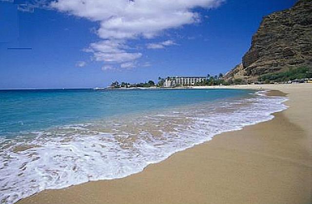 Direct Ocean Front...Deluxe Sandy Beachfront, location de vacances à Waianae