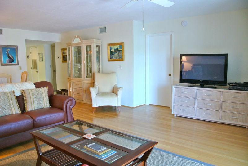 Hardwood,Indoors,Room,Chair,Furniture