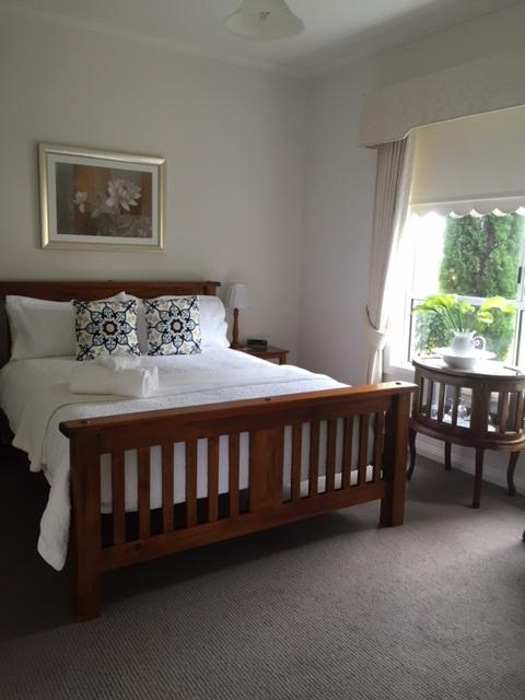 Queen-size bedroom with ensuite and sitting room