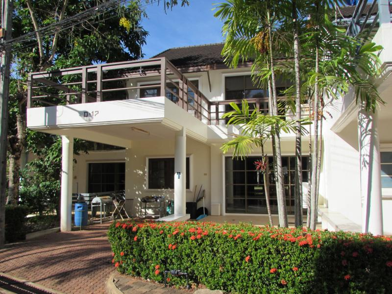 Garden Beach Villa D15, holiday rental in Ban Laem Mae Phim