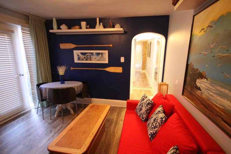 Cute 1-bedroom newly renovated apartment in downtown Ottawa.