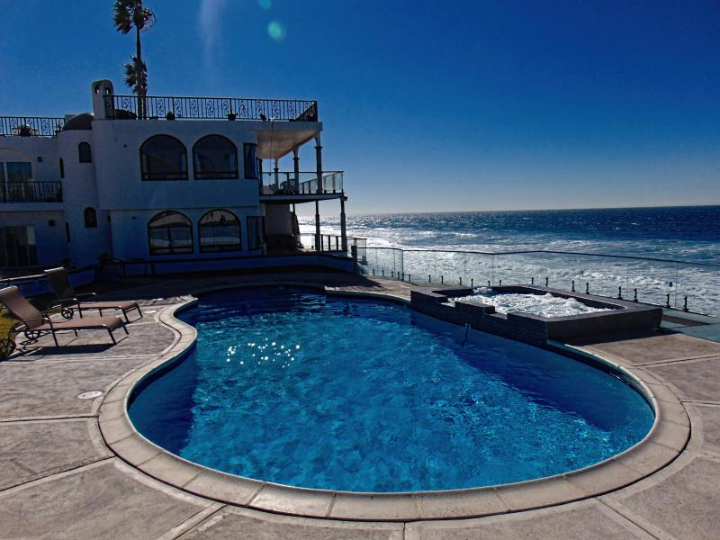 Casa Brisa Mar - oceanfront, pool & jacuzzi, vacation rental in Tecate
