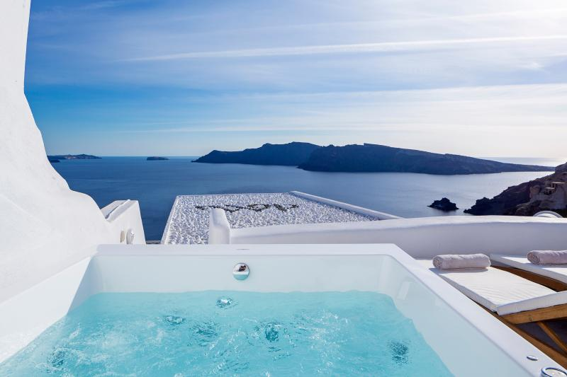 Aegean Magic Villa mini pool, jacuzzi with seaview, holiday rental in Tholos