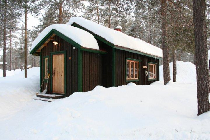 The Small Lodge, 2 beds, fire place, kitchen, bathroom, TV
