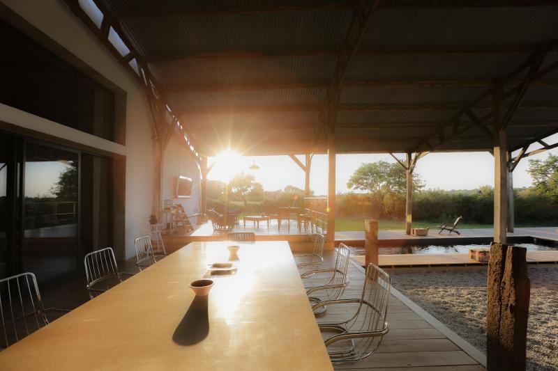 oprieur, proche plages et Sables d'olonne, piscine privée, design, calme, vue, parc privé, insolite