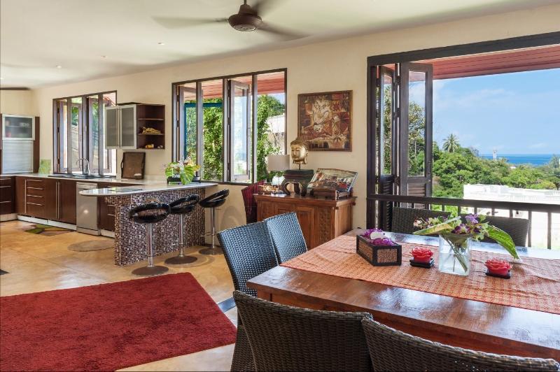 Baan Searenity, 3 Bed Seaview Pool Villa, Karon, holiday rental in Ban Khok Chang