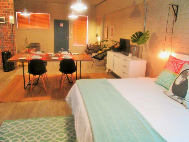 Swift Studio Self Catering Studio Apartment #2, location de vacances à Observatory