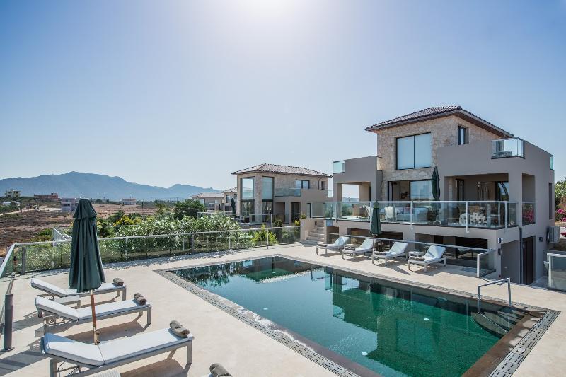 Exterior - Private Pool - Sea View