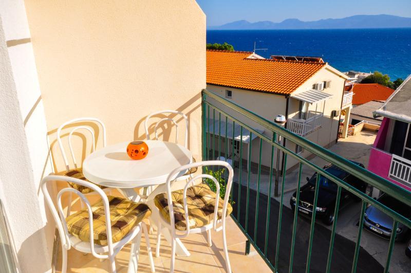 Apartments Ferdo-Sea view apartment in Zivogosce 6, location de vacances à Zivogosce
