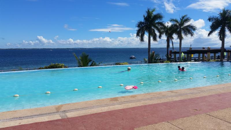 new Lux. 2BR condo-seaview -Beachaccess + 4 pools, holiday rental in Lapu Lapu