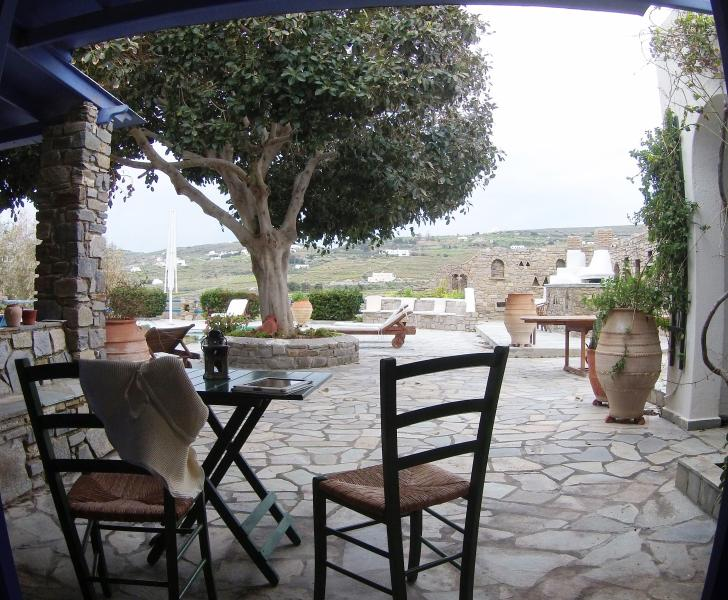 Studio Garden View with shared pool, location de vacances à Agios Charalampos
