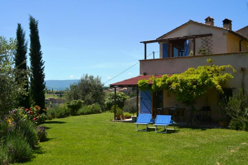 Grazioso cottage immerso nelle colline marchigiane, vacation rental in Bargni