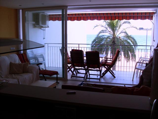 Ocean-front,  5th floor, close Barcelona, vacation rental in Calafell