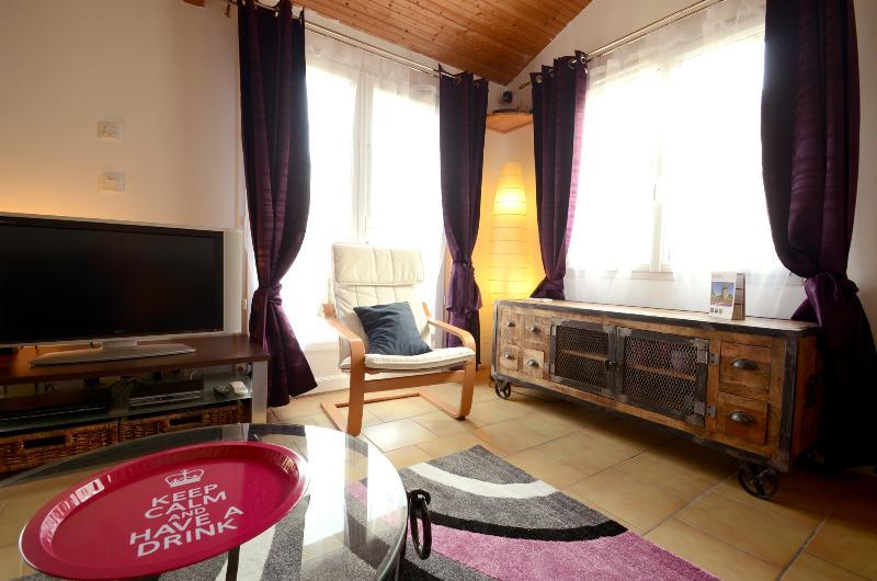 le salon avec son meuble design industriel