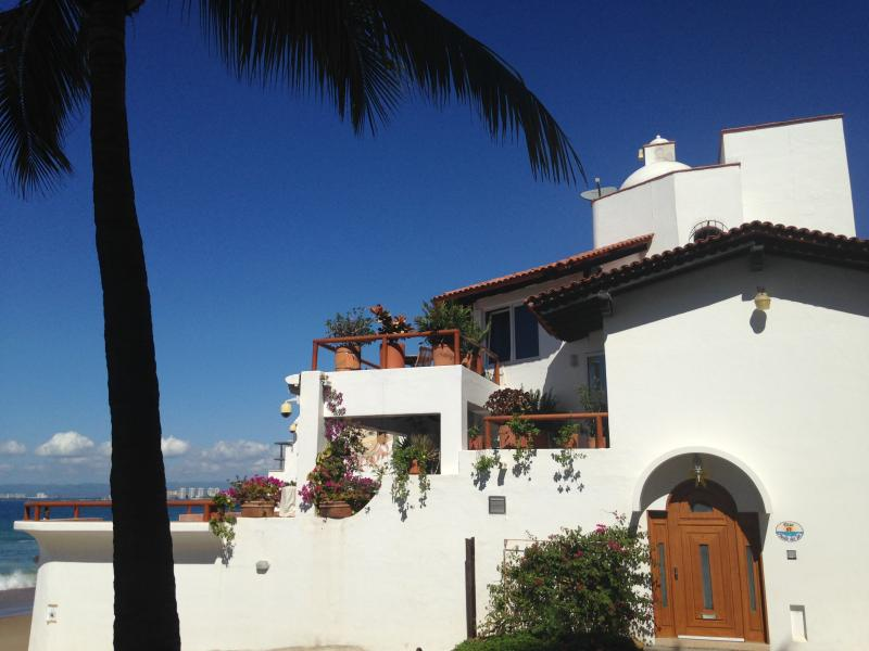 PRIVATE HOUSE LOCATED DIRECTLY ON A BLUE FLAG BEACH, vacation rental in Puerto Vallarta