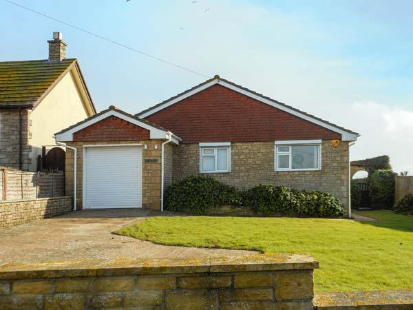 LINDEN LEA detached, ground floor, sea views, close to beach and walks, hot tub, vacation rental in Puncknowle