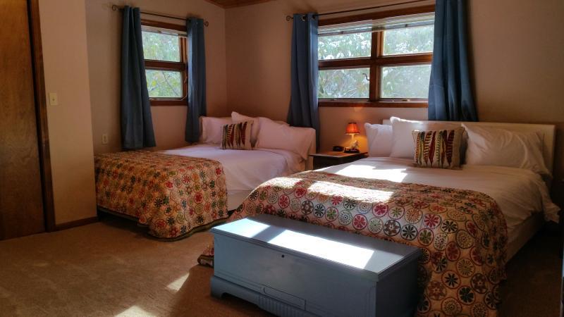 3 quartos, duas confortáveis camas queen size ultra, lençóis de luxo, caixa de brinquedos para as crianças