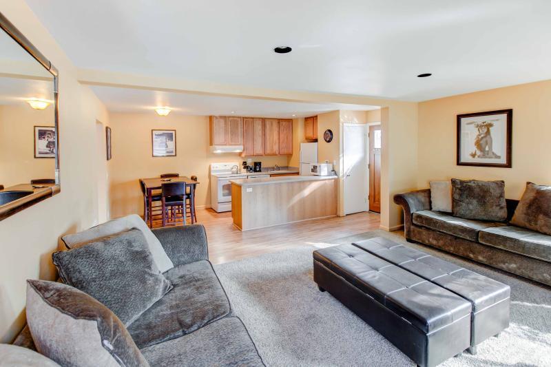 San Sierra #16 - Living room seating options
