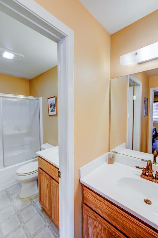 San Sierra #16 - Master bathroom with vanity