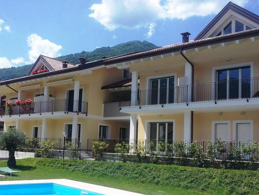 Golfo di Venere` offers panoramic vistas over Lenno to Lake Como, with pool, and on-site parking.