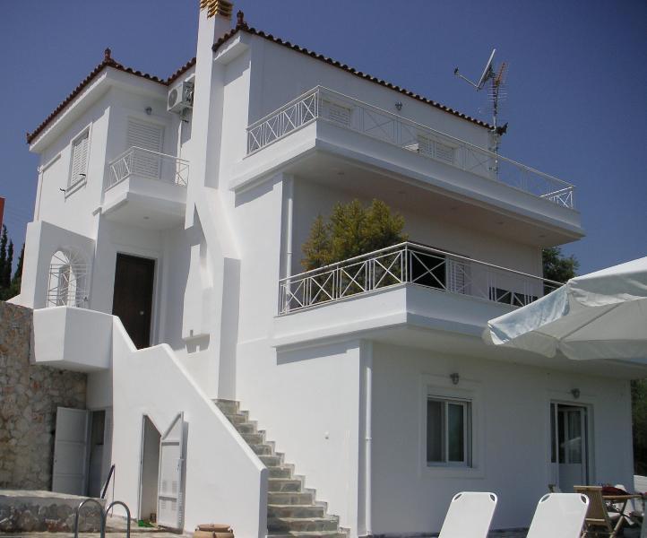 Villa Amelia dall'area della piscina