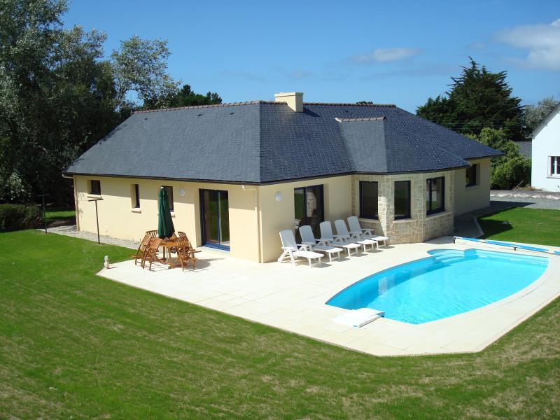 La maison avec sa piscine chauffée