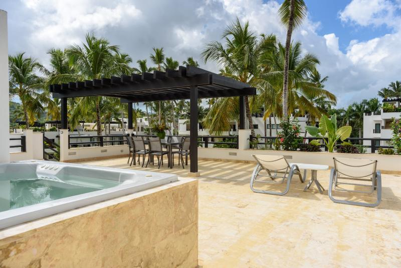 Rooftop terrace equipped with jacuzzi and summer kitchen