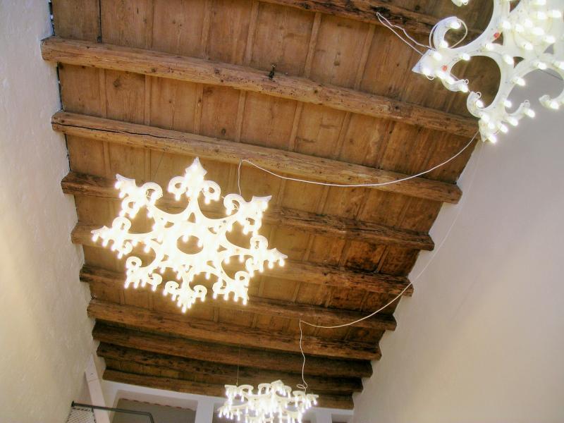 L'Officina - Via R. il Guiscardo 4 - Bari * Dimora Balilla - particolare luminarie