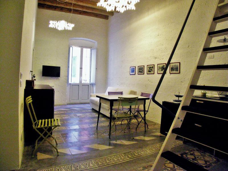L'Officina - Via R. il Guiscardo 4 - Bari * Dimora Balilla - living