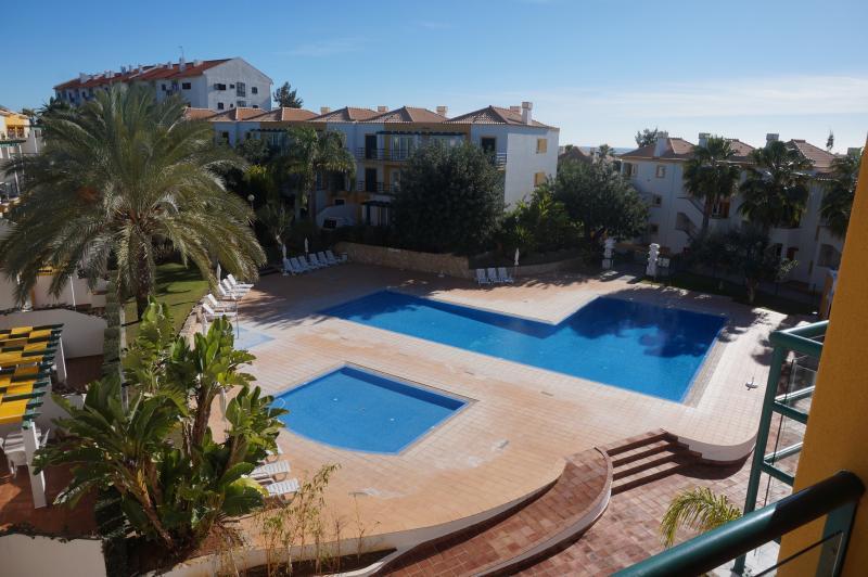 Appartement T1  avec climatisation et terrasse dans belle résidence à 2km du centre-ville de Tavira