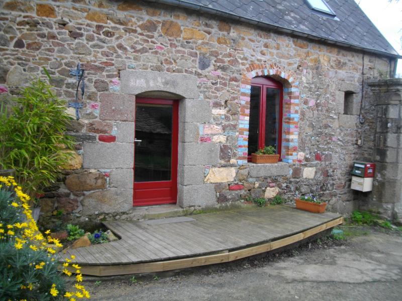 maison à l'entrée d'un Couvent 6km de la mer, holiday rental in Treguier